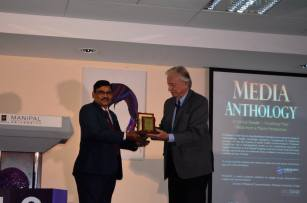 Academic President, Dr. S.V. Kota Reddy presents a memento to Dr. Warren Fox, Executive Director, KHDA.